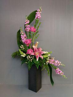 Contemporary Flower Arrangements, Tropical Floral Arrangements, Creative Flower Arrangements, Large Flower Arrangements, Flower Arrangement Designs, Ikebana Flower Arrangement, Ikebana Arrangements, Flower Centerpieces, Fresh Flower Arrangement