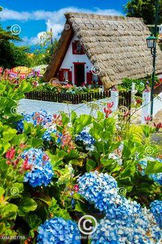 Tradiční dům, Santana, Madeira, Traditional house (palheiro). Santana. Madeira, Portugal, Europe.