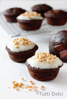 Chocolate-Toffee Surprise Cupcakes2