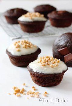 Chocolate-Toffee Surprise Cupcakes2