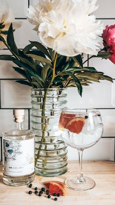 Recept: Earl Grey Indian | Alles over gin. Tonic Water, Earl Gray, Gin, Alcoholic Drinks, Indian, Rose, Glass, Pink, Drinkware