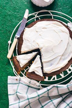 Tort colibri cu crema usoara de branza cu miere. Hummingbird Cake. Reteta de tort pregatit intr-un singur bol, gata de pus la cuptor in 10 minute.