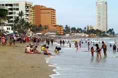 La playa circa de la Costa De Oro en la Zona Dorada