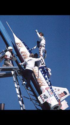 Evel Knievel gives the crowd a thumbs-up before boarding his skycycle in his attempt to cross the Snake River Canyon near Twin Falls on Sept. Photo courtesy of Herman Woebke. I watched this on closed circuit broadcast at Caesars Palace! Motocross, Evil Kenevil, Snake River Canyon, Twin Falls, Epic Fail Pictures, Thats The Way, Daredevil, Classic Tv, Cool Stuff