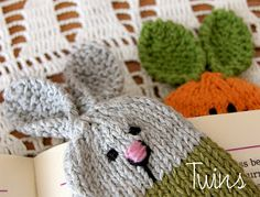A variety of knitted toys, and a list of free online patterns.