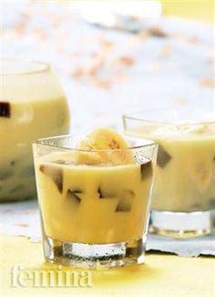 Minuman segar plus sehat untuk buka puasa, nih! Indonesian Desserts, Asian Desserts, Indonesian Food, Food N, Food And Drink, Fruit Ice Cubes, Juice Smoothie, Smoothies, Fruit Infused Water