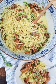 Herrlicher Pastaliebling! Spaghetti Carbonara mit Eierschwammerl – meinleckeresleben.com Pasta, Ethnic Recipes, Food, Spaghetti Carbonara Recipe, Recipies, Essen, Meals, Yemek, Eten