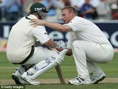 Tom Shaw of Getty Images was responsible for this photo of Andrew Flintoff consoling Brett Lee after England won a nail-biting second Ashes Test at Edgbaston in 2005 Test Cricket, Cricket Sport, Cricket Bat, Brett Lee, English Legends, World Cricket, Iconic Photos, Sports Photos, Rugby