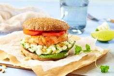 Ørretburger med cottage cheese dressing