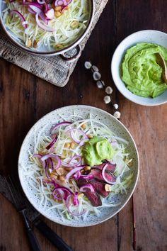 Steak salat med kål og avocado dressing af www.juliekarla.dk