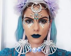 I have so much fun creating festival makeup looks; mainly because you can go as crazy as you like. Here's a few makeup looks to give you inspiration. Gem Makeup, Rave Makeup, Mermaid Makeup, Scary Makeup, Rave Halloween, Men Halloween, Costume Halloween, Glitter Make Up, Glitter Hair