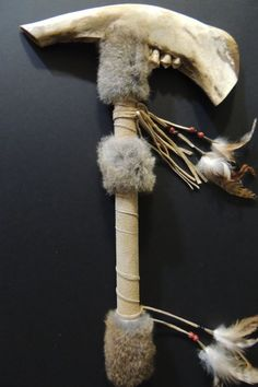 American Indian Buffalo Jaw Bone War Club Regalia - $110 Native American Crafts, American Indian Art, Native American Beading, Native American Indians, Dad Crafts, Indian Pictures, Indian Artifacts, Nativity Crafts, Bone Carving