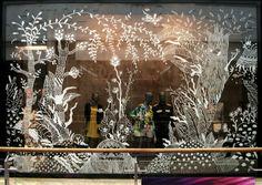 Pin de suzie en paint on glass window mural, window art y sh Vitrine Design, Window Mural, Decoration Vitrine, Christmas Window Display, Store Window Displays, Retail Windows, Store Windows, Chalkboard Art, Window Design