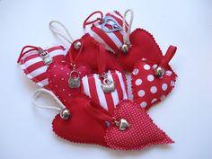 Adorno de navidad, corazones hechos con tela