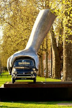 Fiat 500/    London  Park Lane.... Only in London!!!! I must go there.