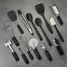 This complete set for new and second homes, housewarmings and bridal gifts contains most-used kitchen utensils that are organized in anultra-stylish countertop crock. Baking Utensils, Kitchen Utensils, Kitchen Appliances, Cool Kitchen Gadgets, Cool Kitchens, Baking Set, Utensil Set, Cooking Gadgets, Modern Kitchens