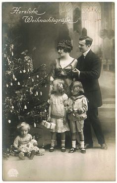 Vintage Holiday: Miss Meadows & # Pearls: vintage Christmas photos 1921 - Christmas Ideas Old Time Christmas, Christmas History, Old Fashioned Christmas, Christmas Scenes, Christmas Past, Victorian Christmas, Christmas Wishes, Xmas Holidays, Primitive Christmas