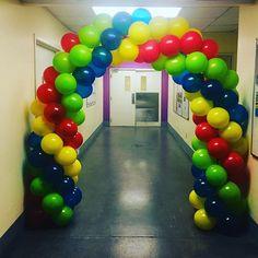 Imagina que así te recibieran al llegar a tu trabajo! Hazlo posible e inicia tu día laboral con globos! #dettaglios #yosoydettaglios #arcoconglobos #globos #bienvenida #diloconglobos Instagram, Balloon Arch