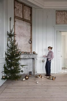 Simple and Elegant Christmas Decor by Danish Brand Walther & Co. Simple and Elegant Christmas Decor by Danish Brand Walther Elegant Christmas Decor, Minimal Christmas, Danish Christmas, Christmas Aesthetic, Noel Christmas, Winter Christmas, Christmas Wreaths, Christmas Decorations, Holiday Decorating