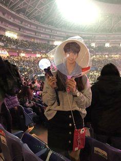 รīīҭұใєгг Kpop Concert Outfit, Concert Fashion, Ulzzang Couple, Ulzzang Girl, Army Tumblr, Army Pics, Bts Clothing, Girl Korea, Les Bts