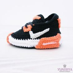 Crochet Baby Shoes Baby Street Shoes Baby Booties Athletic Shoes Knitted Baby Shoes BabyTennis Shoes Baby Crochet Booties 0-3 m , BB105  Have crochet sole+Eva Foam Rubbers Shoe/Boot.  The pattern is so adorable and comfort, durability. It is suitable from newborn to the baby within the first year.  SIZE BOOTIES * Newborn 3 * newborn-3months approx 3,5 * 3months-6months approx 4 * 6-12 months 4,5 * 12- 18 months5,1 SIZE HAT Newborn: 12 inches 0-3 Months: 13-14 inches 3-6 Months: 14-16 inc...
