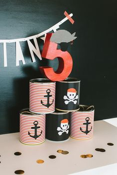 A birthday party for little pirates definitely belongs to the classics and the mottos for children's birthday parties. Who's surprised, because the combination of adventure and team spirit are Pirate Birthday, Pirate Theme, 2nd Birthday Parties, Diy Birthday, Pirate Kids, Childrens Party, Diy For Kids, First Birthdays, Mottos