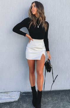 Rosario Split Skirt White PU – Beginning Boutique Teenage Outfits, Teen Fashion Outfits, Look Fashion, Fashion Skirts, Party Fashion, White Skirt Outfits, Winter Skirt Outfit, Outfit With Skirt, Denim Skirt Outfit Party