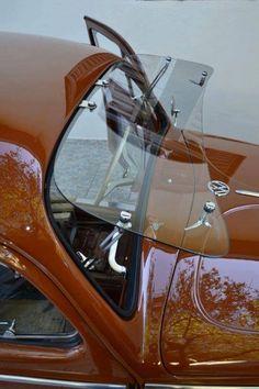VW Coccinelle (par-brise ouvert)