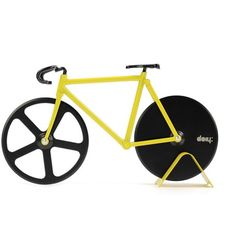 Pizza Cutter - Bicycle Pizza Cutter: Black & Yellow: What a cosmopolitan way to slice a pie! Durable stainless steel, double-wheel pizza cutter will take you on a gastronomic tour from crust to crust. Presents For Best Friends, Presents For Boyfriend, Best Gifts For Men, Gifts For Husband, Quirky Gifts, Cool Gifts, Dollar Store Crafts, Dollar Stores, Pop Up