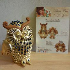 """""""Blu """" gufetto in terracotta salentina dorata a foglia oro con cristalli blu. Pezzo numerato di Ileana Zatti"""