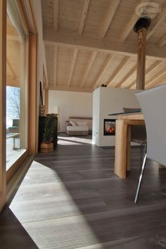 Vecchia Noghera Corteccia - Piallata a mano Casa Loft, Narrow House, Mountain Homes, Wooden House, California Homes, Mid Century Modern Design, Modern Rustic, Home Deco, Interior Architecture