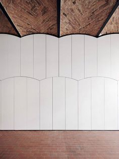 Image 15 of 27 from gallery of Sauspiel Office IFUB. Photograph by Julia Klug / Product architecture is the scheme by which the. functional elements of the product are arranged. into physical chunks and by which the chunks. Arch Interior, Interior Walls, Interior And Exterior, Interior Design, Detail Architecture, Space Architecture, Ceiling Detail, Ceiling Design, Ceiling Texture Types