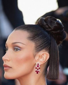 """YOUSSRA🦋 on Instagram: """"I can't wait for pics like this at the MET GALA 👑❤️ #bellahadid"""""""