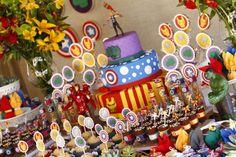 Mais uma sexta dedicada aos meninos! Que tal fazer uma festa dos Vingadores, com alguns dos super-heróis preferidos do seu pequeno? Esta foi a ideia da Arquitetura de Fofuras nesta mesa e o resultado ficou otimo!!! Clique aqui para ver mais fotos e um pouco do que a Talita (responsavel pelo projeto) nos contou sobre …