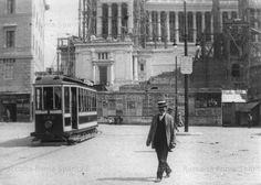 Piazza Venezia. Ultima motrice del gruppo a terrazzini, la 296 Anno: 1910 ca.