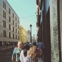 """Sus débiles pasos les arrastran a la misma hora todos los días"". #Lima #Peru #historical #centrodelima #instatravel #instagood #instamood #instatrip #Wanderlust #architecture #peruvian #sunnyday #people #moving #urban #old #city #instapic #picoftheday #discoversouthamerica #cityporn #SouthAmerica"