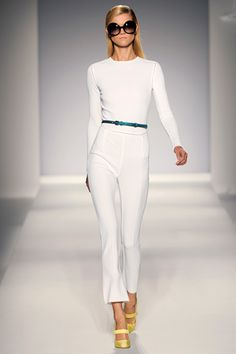 MaxMara delivers again with this Spring 2011 ready-to-wear collection, and as always, proving that mass production doesn't have to mean poor taste and quality, but even minimalist and chic.