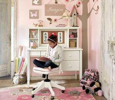 Mädchenzimmer einrichten Lernplatz rosa Wand Farbe Blumen