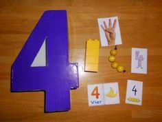 Die Zahl Vier spielte bei uns im Advent eine tragende Rolle. Vier Adventsontage, vier Kerzen am Adventkranz und die Reise zur Zahl Vier ins ...