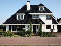 Moderne jaren 30 villa © Building Design Architectuur Dream Home Design, House Design, Building Design, Living Spaces, Villa, Floor Plans, Home And Garden, Cabin, House Styles