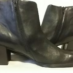 PRICE REDUCED! ! !  Boots Black leather zip  ankle boots Glac'ee Shoes Ankle Boots & Booties