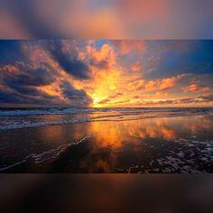NICE SUNSET! - Reposting @toni_tj5: •••  . · · #sunrise #nature #sunriseavenue #sun #sunriselovers #sunrises #sky #sunrise_sunsets_aroundworld #beautiful #sunriseporn #clouds #sunset #samuhaber #sunriselabel #naturelovers #sunshine #sunriseave #sunriseview #sunriser #sunriselover #sunriseshell #goodmorning #beach #hapahaber #instagood #love #photooftheday #morning #sunriseyoga #sunrisebeach