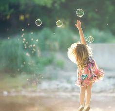 Gorgeous Portrait Photography / A Little Girls Dream / Children Photography, Family Photography, Art Photography, Bubble Photography, Happy People Photography, Amazing Photography, Whimsical Photography, Little Girl Photography, Kind Photo