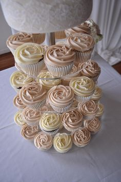 Vintage wedding cupcakes by Cupcake Passion (Kate Jewell), via Flickr