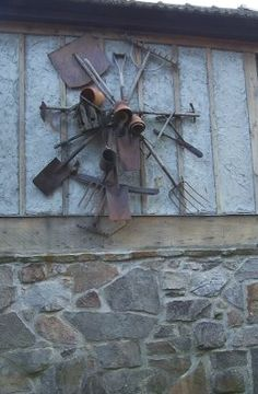 Vintage tools displayed on the side of a barn! Great way to showcase neat old tools!
