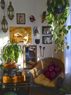I'm a plant hoarder and it's been a struggle to keep the numbers to a level that enhance my environment, not overwhelm it. I love the jungle warmth they bring to my home. My New Room, My Room, Pretty Room, Aesthetic Room Decor, Dream Rooms, Cool Rooms, Living Room Interior, House Rooms, Future House