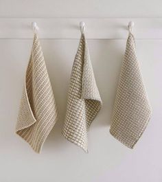 Free Knitting Pattern for Farmhouse Dishtowels - Classic style slip stitch dish cloths knit with a 2 row repeat for the body with a 4 repeat stitch for the color trim. Designed by Purl Soho. Dishcloth Knitting Patterns, Knit Dishcloth, Free Knitting, Crochet Patterns, Yarn Projects, Knitting Projects, Crochet Projects, Purl Bee, Elefant Design