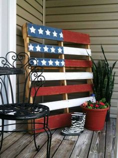 Patriotic Flag Painted Pallet // Great for 4th of July ... Simple  Easy to Make!