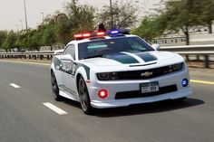 Les 10 voitures de police les plus rapides du monde - http://www.2tout2rien.fr/les-10-voiture-de-polices-les-plus-rapides-du-monde/