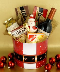 Teacher Christmas Gifts, Christmas Gifts For Friends, Christmas Candy, Christmas Crafts, Holiday Gift Baskets, Wine Gift Baskets, Christmas Baskets, Candy Bouquet Diy, Gift Wraping